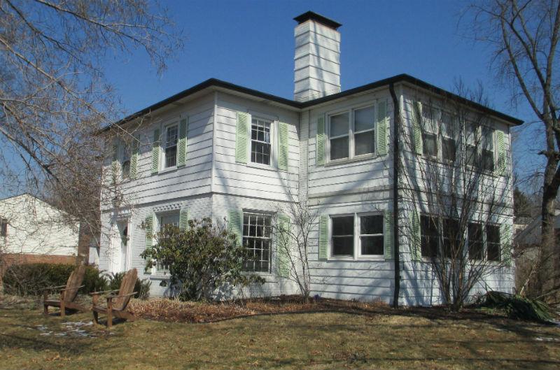 Colonial Lane: Replacment Siding, Doors & Windows   Lakeside Exteriors