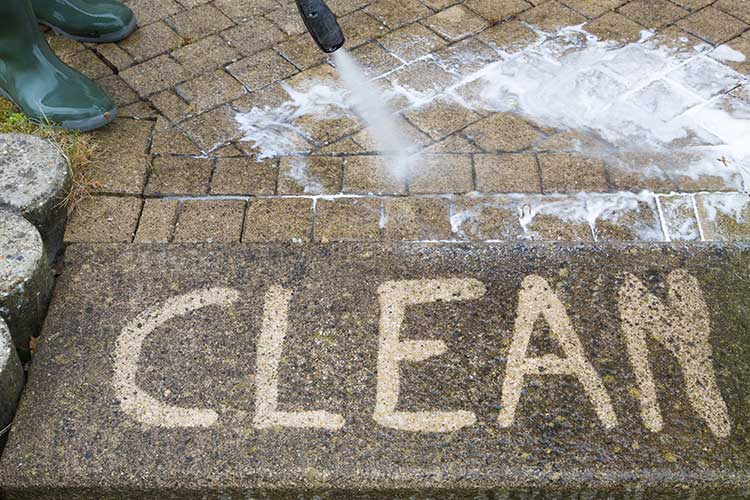 How to Clean Your Home's Exterior Like the Pros